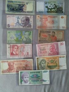 MIX různých bankovek