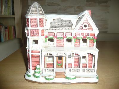 Keramický zasněžený dům (zakoupeno v USA)