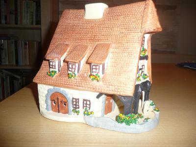 Porcelánový/keramický? dům na LED svíčku nebo do zahrady