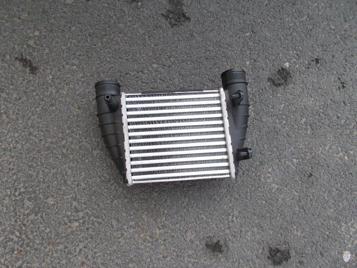 Audi A4 r.v. 10/00-12/07 PRAVÝ INTERCOOLER 2.0I (±A,±AC), 2.0TDI - Náhradní díly a příslušenství pro osobní vozidla