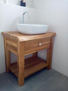 Koupelnový stolek