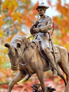 Bronzová socha - myslivec lovec Louis XV na koni
