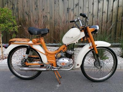 Stará motorka, zajímavý moped  v nálezovém stavu, 49ccm3 veteran