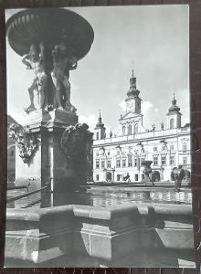 České Budějovice barokní radnice na Žižkově náměstí Samsonova kašna