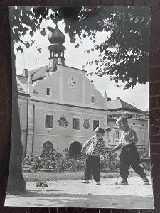České Budějovice Nové Hrady náměstí radnice obchod děti