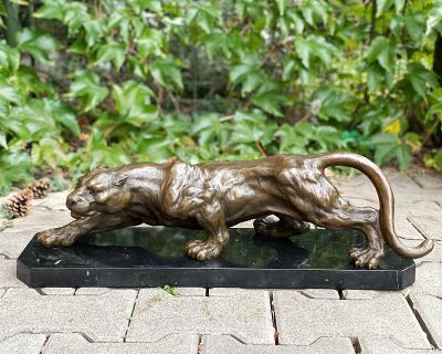 Nádherná číhající puma z bronzu luxusní soška z bronzu