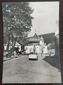 Klatovy Šumava Železná Ruda část obce kostel auto