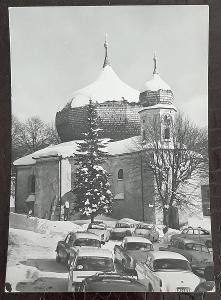 Klatovy Šumava Železná Ruda barokní kostelík exteriér auto