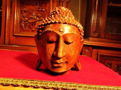 NÁDHERNÁ MASIVNÍ DŘEVĚNÁ SOCHA - BUSTA - BUDHA - BUDDHA - DŘEVOŘEZBA