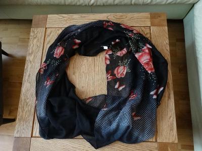 Šátek-nákrčník-černý s růžemi