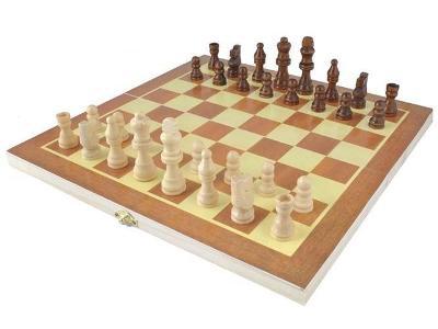 Šachy dřevěné + dárek