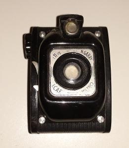 starý fotoaparát na svitkový film