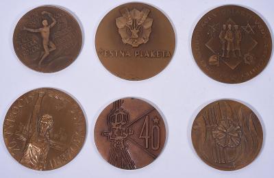 Konvolut 6 kusů bronzových plaket období socialismu, český film a jiné