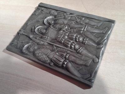 plastika  s rytíři - keramika - VIZ FOTO