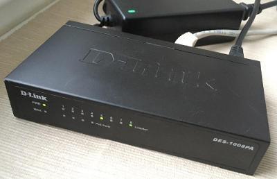 D-LINK DES-1008PA -kompaktní Switch 8x LAN, 4x napájení přes LAN (PoE)