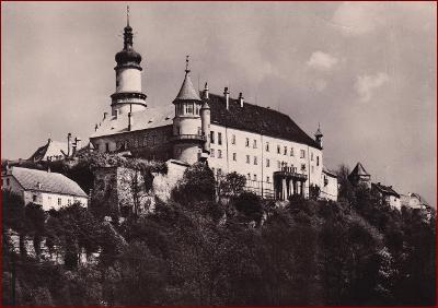 Nové Město nad Metují * pohled na zámek, podhradí * Náchod * V617