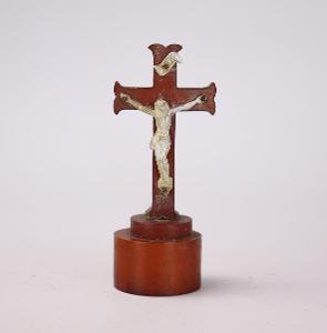 Kříž křížek na podstavci
