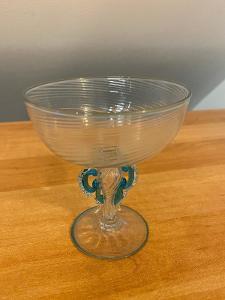 Pohár z čirého a modrého skla 19. století, výška 10,5 cm, průměr 9 cm,
