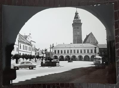 Jindřichův Hradec Slavonice Náměstí radnice autobus auto kašna