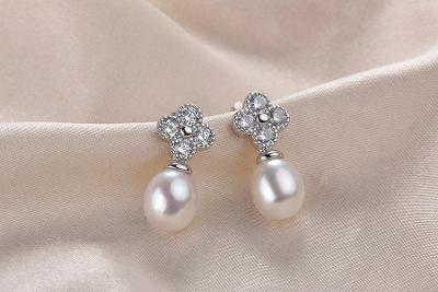 N34 stříbrné náušnice  s říční perlou