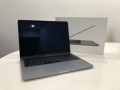 Macbook PRO 13 palců 2019 s Touch bar - 8cyklů, záruka do 10/2022