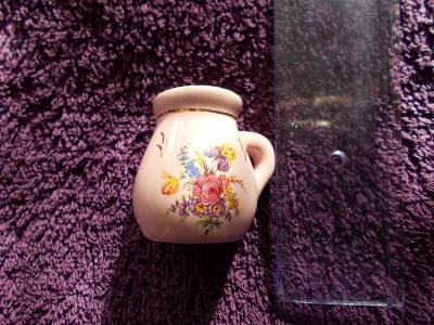 Růžový porcelán miniatura koflík konvička hrníček šálek