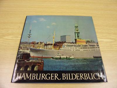 Kniha plná fotografií o přístavním městě Hamburk