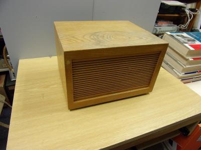 Stará dřevěná reprobedna, reproduktor  Tesla ARE 667  4ohmy  5W
