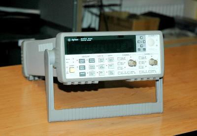 Agilent 53131A, univerzální čítač, 225 MHz