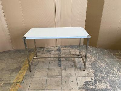 Nerezový stůl do prostoru 130x60x85cm