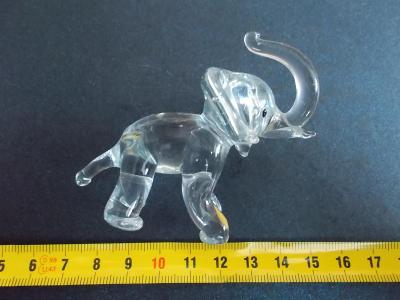 Starožitnost hutní sklo ruční práce figurka slon sloník slůně
