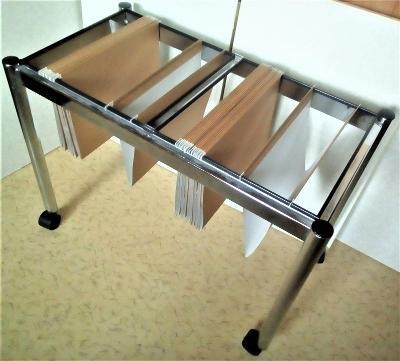 Kancelářský stolek na rychlé zakládání v TEXTU je  50%  SLEVA !