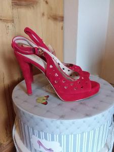 Love Moschino červené botičky se srdíčky