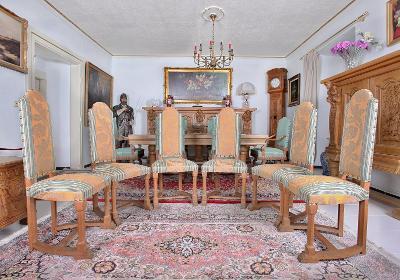Souprava 6 neogotických židlí. Zrestaurované