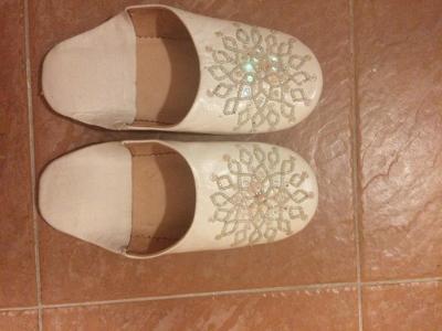 Luxusní ručně vyrobené celokožené pantofle, severní Afrika, vel. 38
