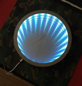 Originální světelná dekorace nekonečné zrcadlo - hodiny