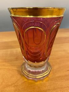Biedermeier sklenice, čiré a rosalinové sklo, cca 1840, výška 12,5 cm,