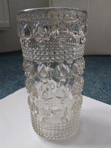 Váza skleněná v 17,5 cm, průměr 8,5 cm-stará