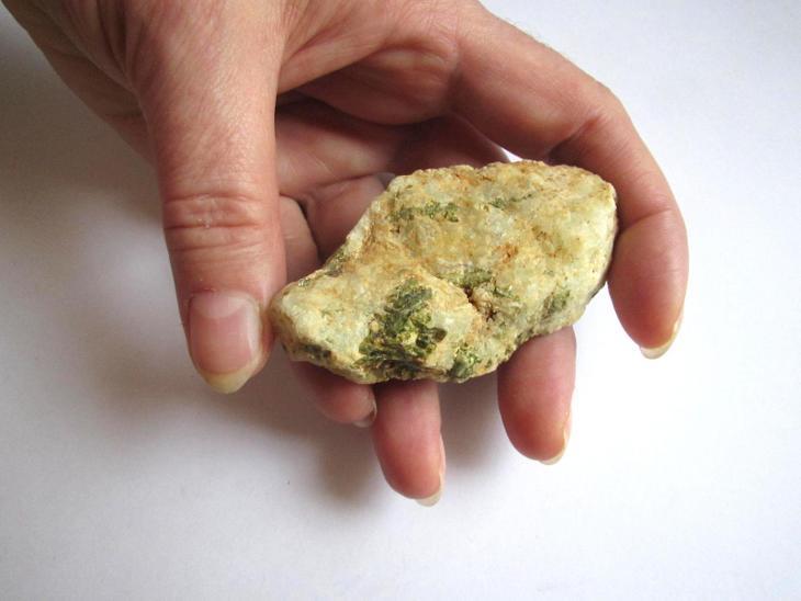 PREHNIT S EPIDOTEM - SOBOTÍN  - Č.R. (IF 402) - Minerály a zkameněliny