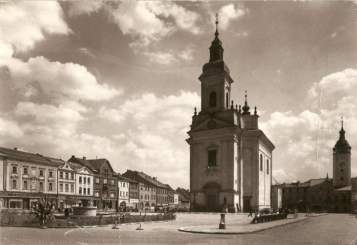 HRANICE - Gottwaldovo náměstí, Kostel Stětí sv. Jana Křtitele - Přerov - Pohlednice