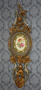 Zámecká alabastrová dekorace s porcelánem