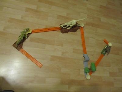 Hot Wheels Trick Tracks Mega Dino Challenge Autíčka autodráha