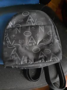 Malý batoh výška 24 cm, nepoužitý.