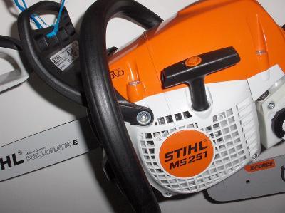 Silná STIHL 251 a kompaktní benzinová pila o výkonu 2,2kW ms 251+ŘETĚZ