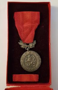 Stará medaile / řád / vyznamenání ČSR LEV ZA ZÁSLUHY O OBRANU VLASTI