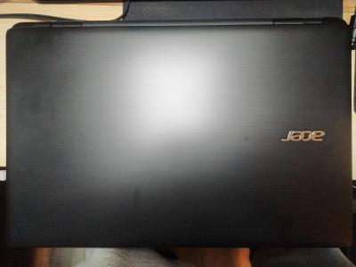 Acer Aspire E5-572G Core i5 8GB, 1TB HDD Win 10 Nvidia 840M 2GB FullHD
