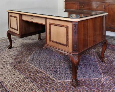 Starožitný psací stůl Chippendale. Velký