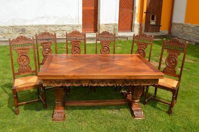 Rozkládací dubový stůl s erby a vykládanou deskou a 6 židlí