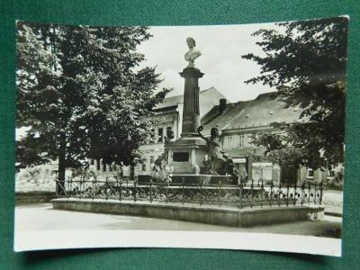 Česká Skalice, pomník Boženy Němcové, okres Náchod (velký formát)