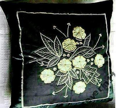 Nový luxusní vyšívaný polštář! Černý s květinami